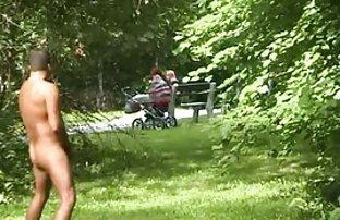 دختر 18 ساله عاشق کون سکس متحرک دهان و مقعد روی نیمکت همسایه است