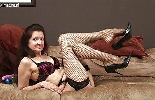 زن سیاه بوتی سینه بند و جوراب قرمز و نان روغنی را عکس سکسی کون گنده اندازه گیری می کند