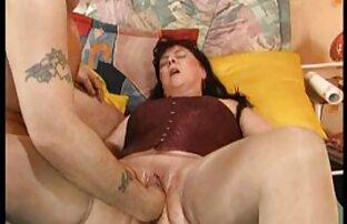 همسر آسیایی اجازه می دهد عکس کون پستون قبل از رابطه جنسی روی نیمکت ، خروس حیوان خانگی خود را خروس کند
