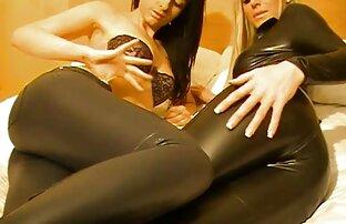 یک ماساژ عکس سکسی کیر کس کون درمانی سیاه کلاه شلوغ مشتری را نوازش می کند