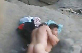 سارا جی شریک زندگی خود را با یک لباس شهوانی آزاد می کند و او را آزاد عکس سکسی از کون بزرگ می کند