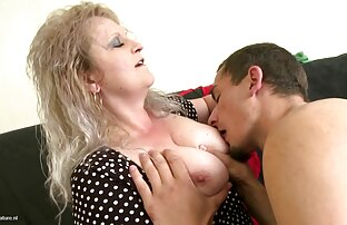 اشک جوانی در جوراب خود با یک اسباب بازی از جنس مقعد بر روی تخت سکس گالری کس خودارضایی می کند